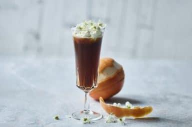 Cocktail med kaffe og appelsin